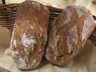 そば粉とりんごの国産小麦フランスパン