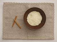ルルールの材料:左から、シナモンスティック2本、お米50g