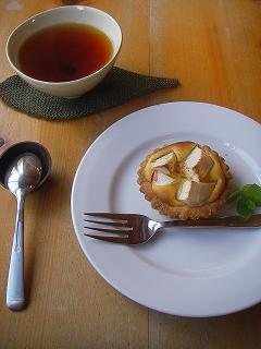 あかねりんごのカスタードタルトと紅茶 ♪