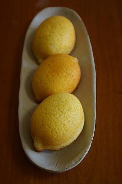 レモンが3つ・・・あ!間違えた! レモンケーキが3つ ^^