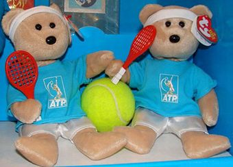 Feder-bear is ready to hit the tennis court!