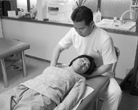 下伊那郡高森町、佐野カイロでの施術紹介、首から肩にかけての弛緩操作