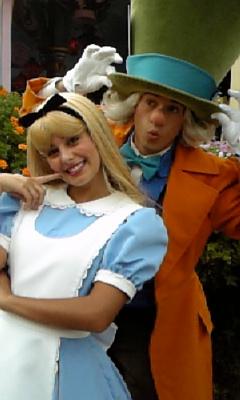 ポーズをとってくれたアリス&帽子屋ww