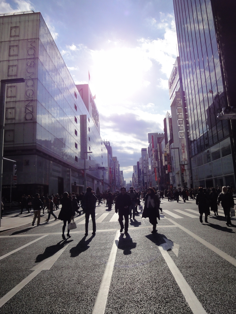 たち を 渡る 人 横断 歩道