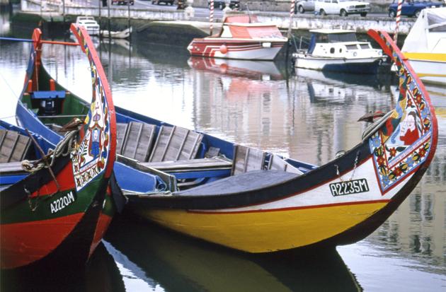 Small boat アヴェイロ運河のモリセイロ(小舟)