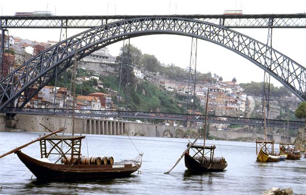 Wine boat of Douro river ドウロ河のワイン運搬舟