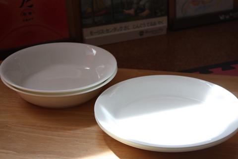 パスタ(カレー)皿の他に ソーダガラスの大・ 小のタンブラーも一緒に