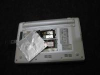 EeePC(Eee PC)を分解改造してUSBを増設してBluetooth(ブルートゥース)を組み込む、メモリベイに内蔵している写真