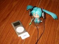 iPodにBluetoothアダプタを付けてワイヤレス化、、、これまた実に快適