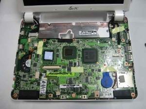 ASUS Eee PC・EeePC901のケース上面を外したところ。