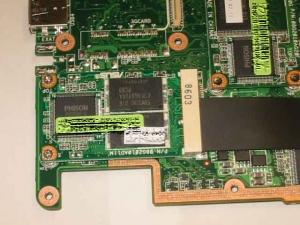 ASUS Eee PC・EeePCのSSDユニットを接続しているMini−PCI−Expressスロットその1