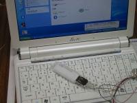 ASUS Eee PC・EeePC901 の改造。内蔵のUSBポートの増設実装。テスト仮組みしているところ。