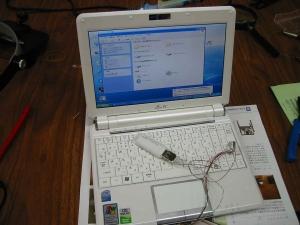 ASUS Eee PC・EeePC901 の改造。内蔵のUSBポートの増設実装。テスト仮組みしているところのアップ。