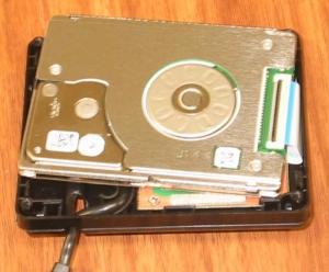 Asus Eee PC 701 SD-Xのオマケ、外付けのHDD 30Gbの分解その2