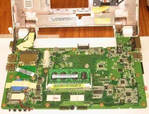 Asus Eee PC 701 SD-X のマザーボード 裏