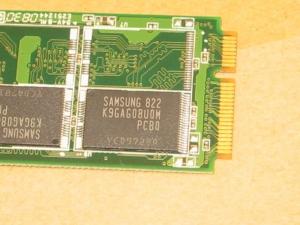 低価格 Asus Eee PC 701 SD-X 8GBの内蔵SSDディスクの比較