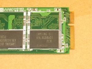 Asus Eee PC 701 SD-X 8GBの内蔵SSDディスクの拡大画像
