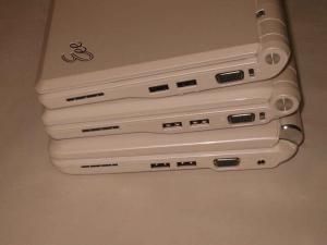 ASUS Eee PC 4G-X(701 SD-X)、900、901の縦並び右サイド写真