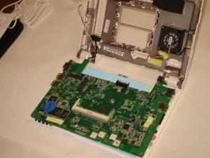 ASUS Eee PC 900-Xの分解写真・国内ではもう発売開始しているはずだ。
