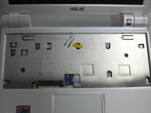 ASUS Eee PC 900-Xのキーボード外した所のアップ
