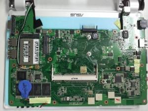 ASUS Eee PC 900-Xの背面写真