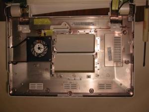 ASUS Eee PC 701 筐体 下側画像