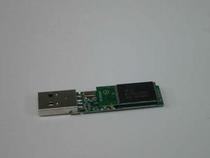 ADATA 32GバイトUSBメモリ C801<br /> の分解写真1