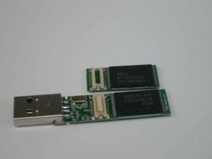 ADATA 32GバイトUSBメモリ C801<br /> の分解写真2