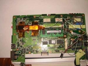 基板に実際にUSBメモリを配置する1