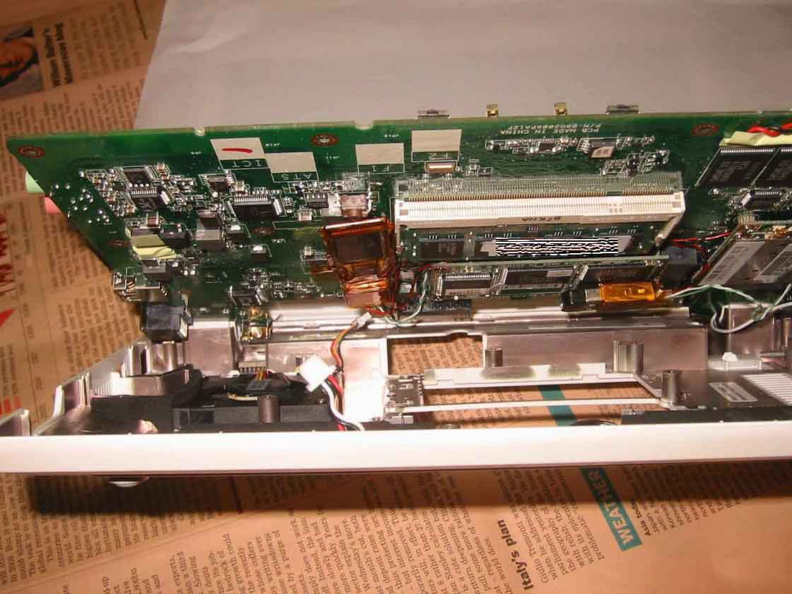 Eee PC 900 増設 筐体を閉じる俯瞰図 レイアウトが分かる