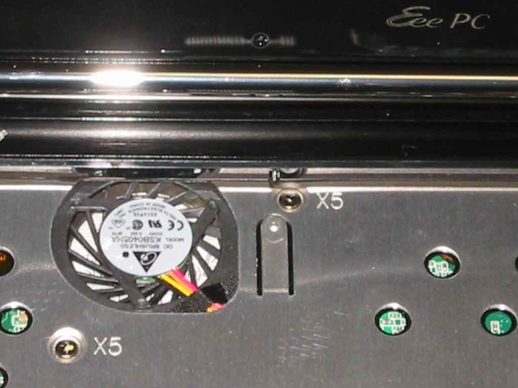 ASUS Eee S101H 筐体の分解 空冷ファンのアップ画像