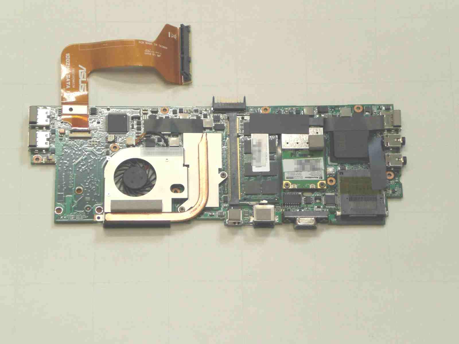 ASUS Eee S101H 分解 下部筐体 マザーボードのネジ止め 外す