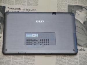 MSI WindPad 110W 筐体 背面図