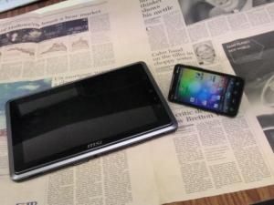 google アンドロイド HTC EVO WiMAX(au ISW11HT)  と 110W