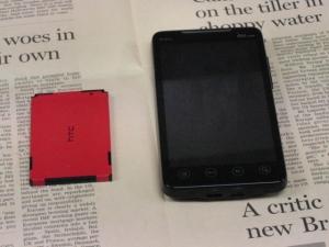google アンドロイド HTC EVO WiMAX(au ISW11HT) 正面 および バッテリ