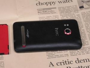 google アンドロイド HTC EVO WiMAX(au ISW11HT) 背面