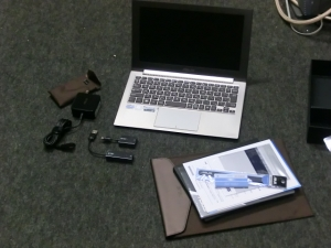 【分解】第二世代 ZENBOOK Prime UX21A 評価レビュー 内容物