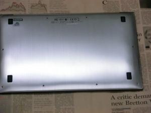 【分解】第二世代 ZENBOOK Prime UX21A 評価レビュー 背面 さっそく分解