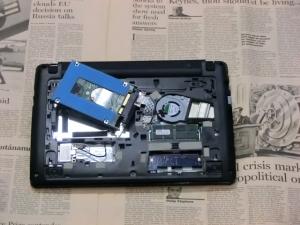 ディスク交換 ベンチマーク インテル 330 Series SSDSC2CT120A3K5 Acer Aspire One 722 内蔵ディスク