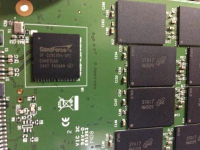 SATA III 6Gb/s SSD320 (Premium) 分解