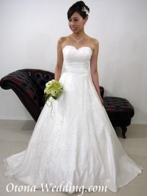 ウェディングドレスが激安格安なのは東京青山の大人ウェディング.com青山サロン