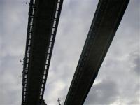 ロンドン橋を真下から・・