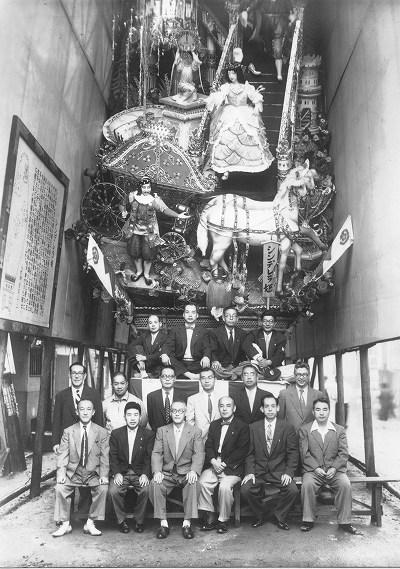 昭和29年新天町飾山笠記念写真
