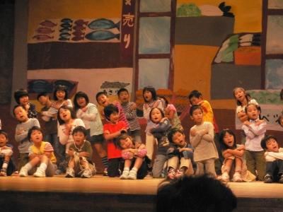子供たちの歌と踊り