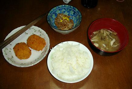 コロッケで夕飯。