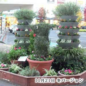 柏の葉キャンパス駅前花壇のフラワータワー