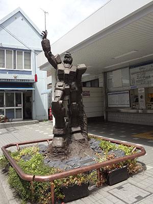 上井草駅のガンダム像