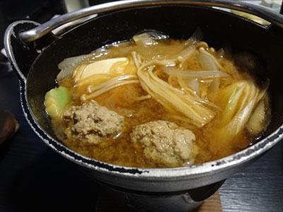 イノシシの肉団子入り味噌鍋