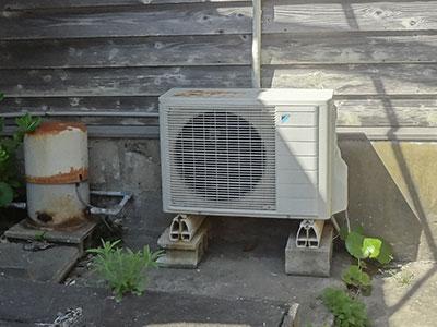 島主の住居のエアコン室外機