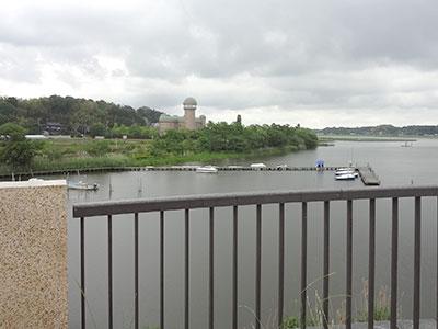 手賀大橋から見た水の館